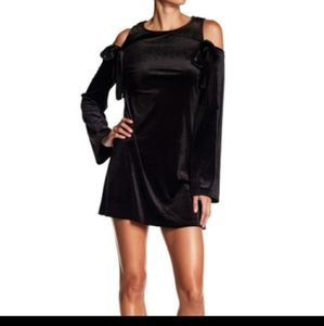 ROMEO + JULIET COUTURE BLACK VELVET DRESS SIZE M